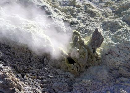 active_volcano_white_island_fumarole
